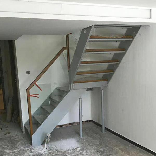 阁楼钢木楼梯