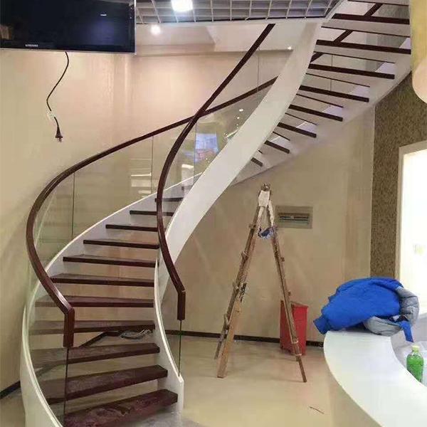 卷板玻璃楼梯
