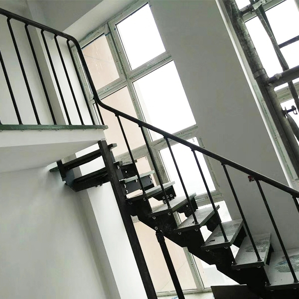 钢木双梁楼梯