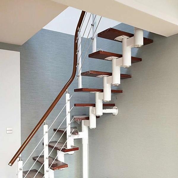 阁楼缩颈楼梯