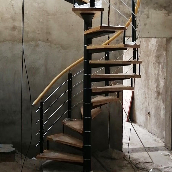 中旋柱楼梯