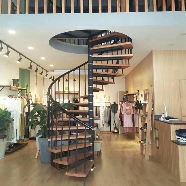 中旋钢木楼梯